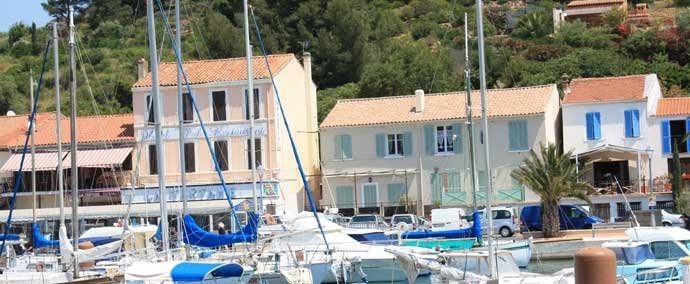 Port de plaisance de saint mandrier sur mer informations for Restaurant st mandrier