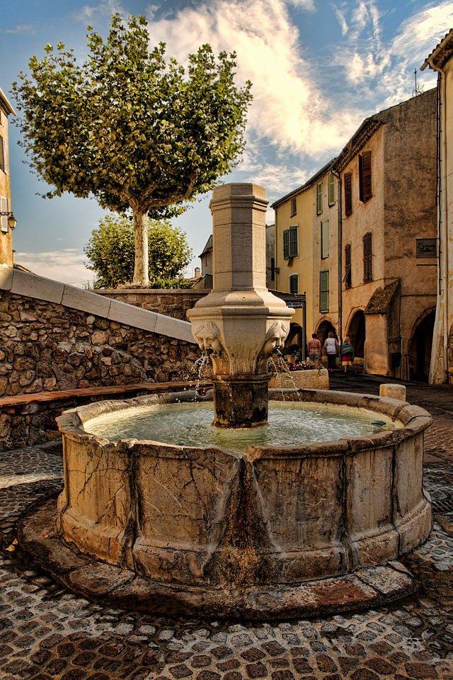 Roquebrune sur argens tourisme var cte d 39 azur for Piscine roquebrune sur argens