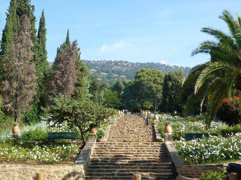 Rayol canadel sur mer tourism var cte d 39 azur for Jardin rayol canadel