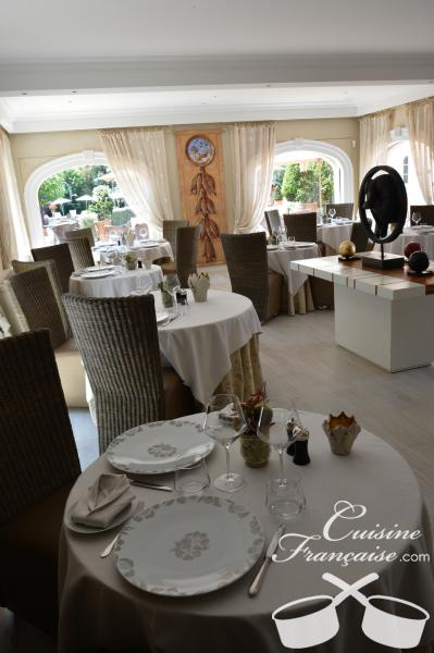 Restaurant le pavillon antibes juan les pins for Antibes restaurant le jardin